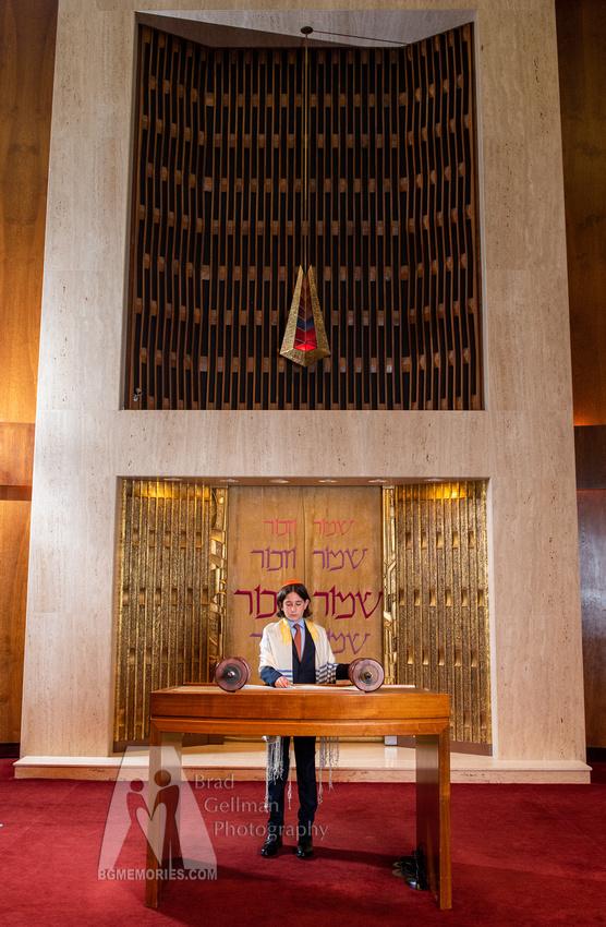 003_Cooper L Mitzvah_Inside Synagogue
