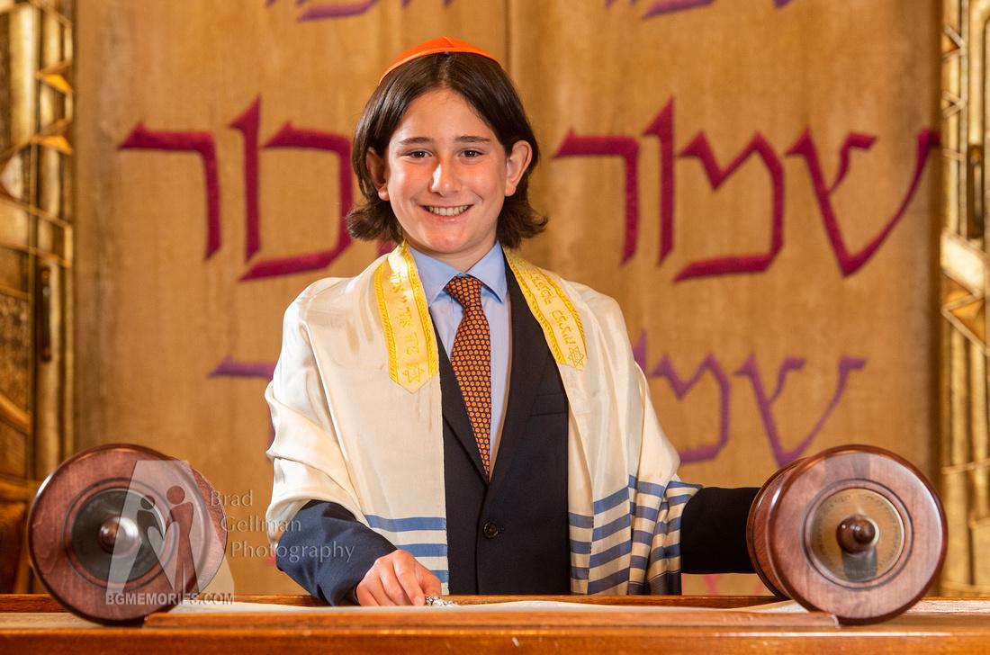 011_Cooper L Mitzvah_Inside Synagogue