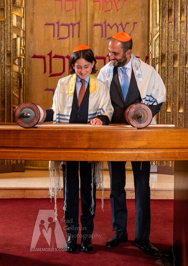 047_Cooper L Mitzvah_Inside Synagogue