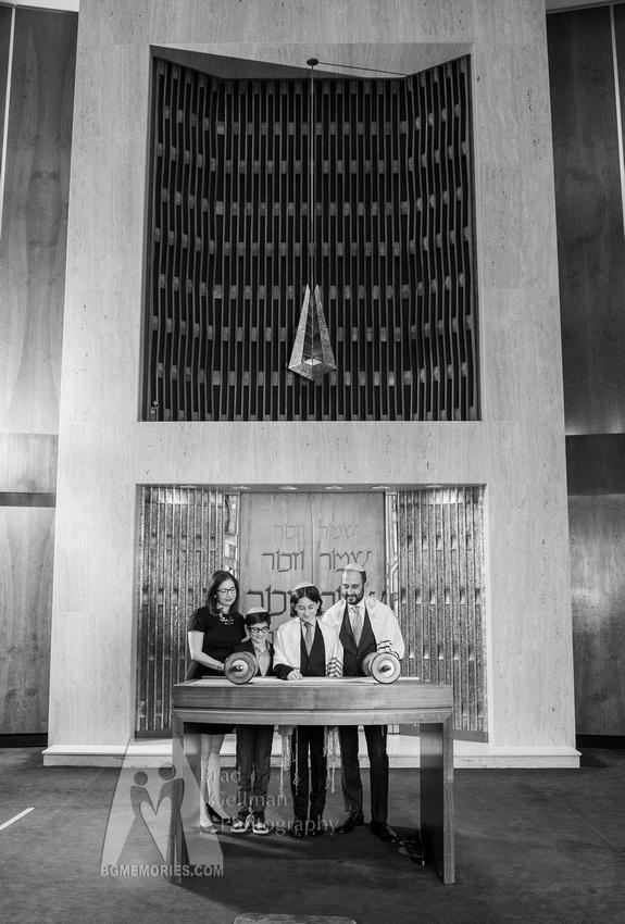 060_Cooper L Mitzvah_Inside Synagogue