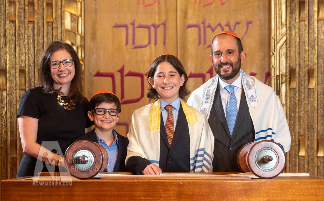 074_Cooper L Mitzvah_Inside Synagogue