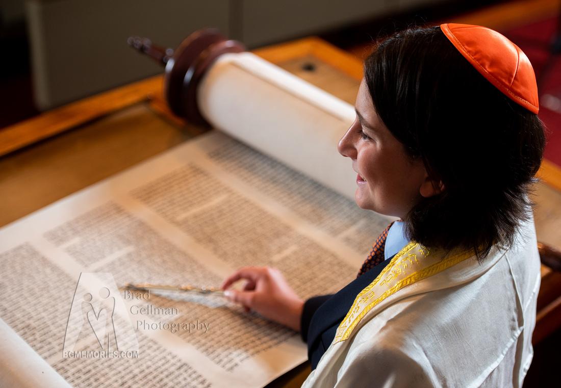 099_Cooper L Mitzvah_Inside Synagogue
