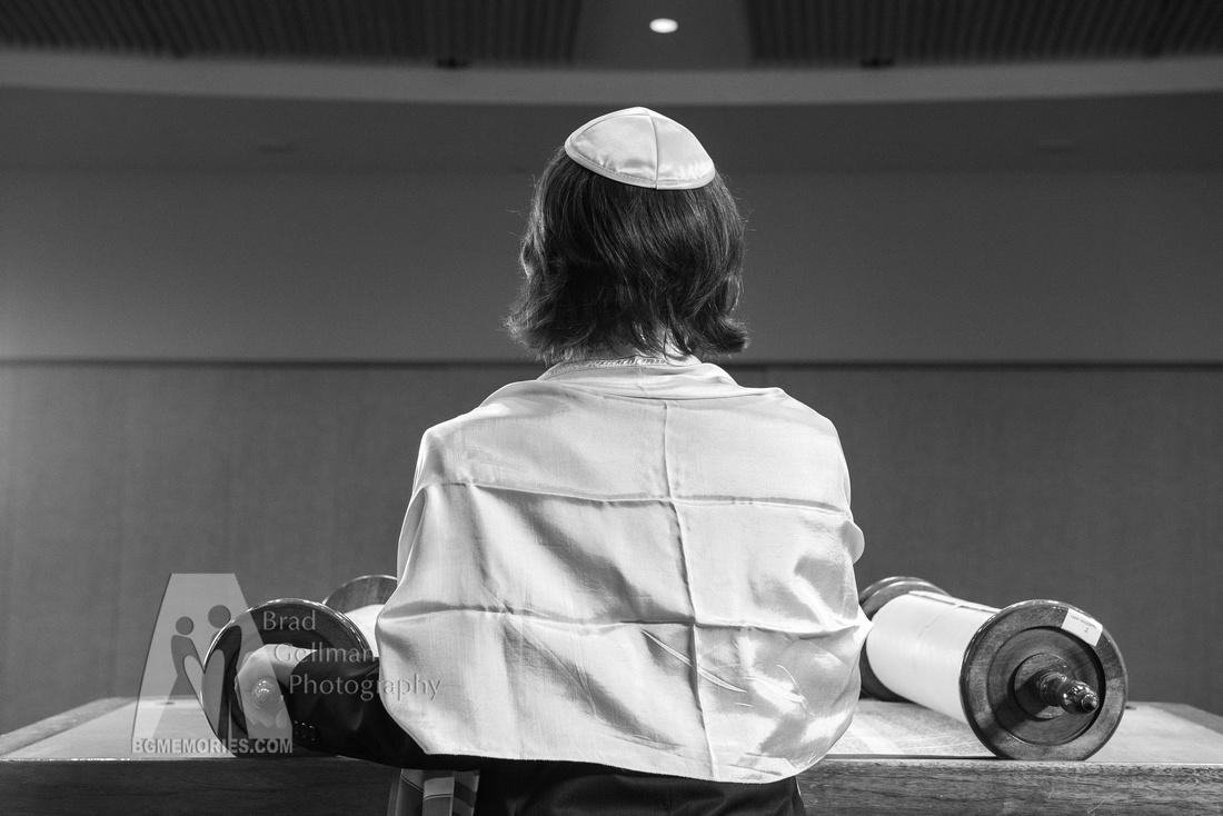 106_Cooper L Mitzvah_Inside Synagogue