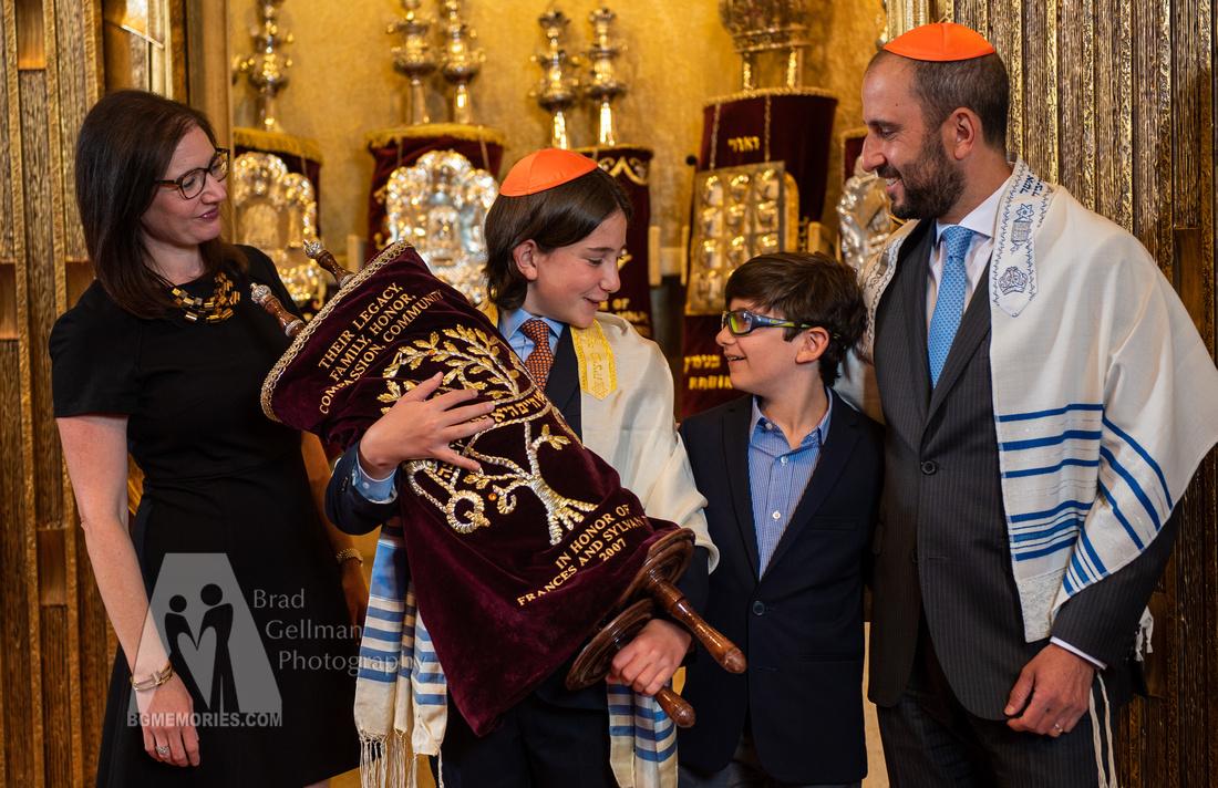 138_Cooper L Mitzvah_Inside Synagogue