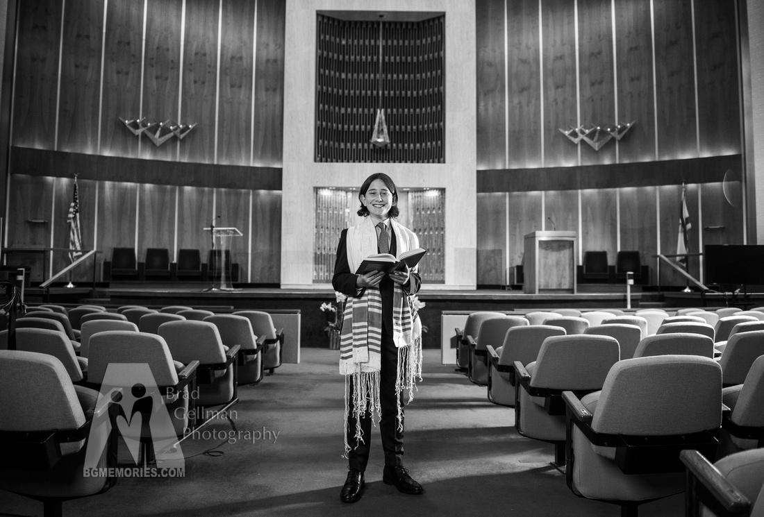 211_Cooper L Mitzvah_Inside Synagogue